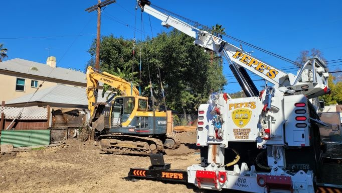 Construction Tow Lift | Pepe's Towing Los Angeles